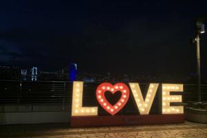 アクアシティお台場 LOVEサイン